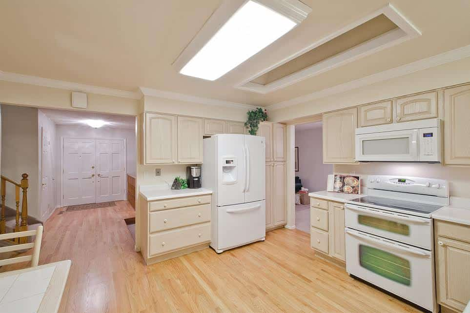 9-Kitchen-looking-into-Entry
