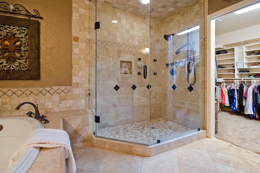 20 – Shower and Walk In Closet