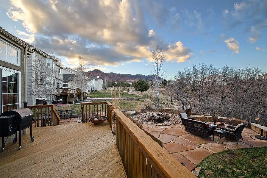 30 - Deck and Flagstone Patio