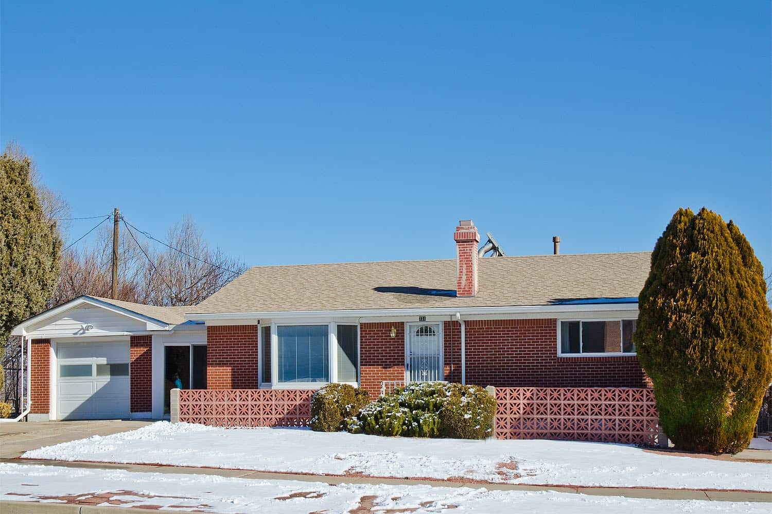 Well Maintained Mid Century Brick Rancher with Peak Views