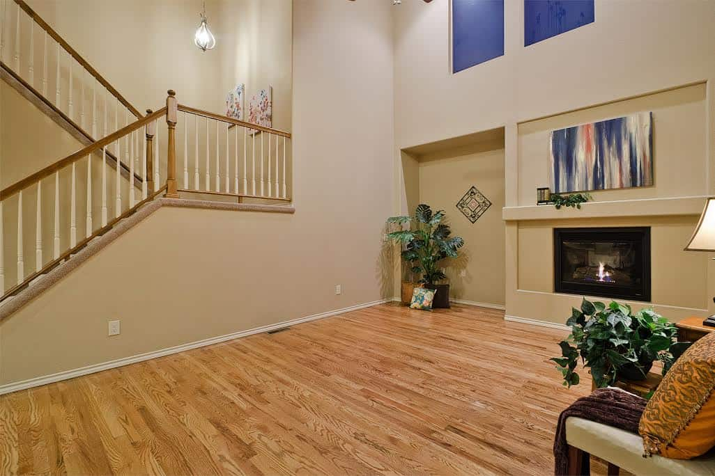 2-Story Great Room w/Fireplace