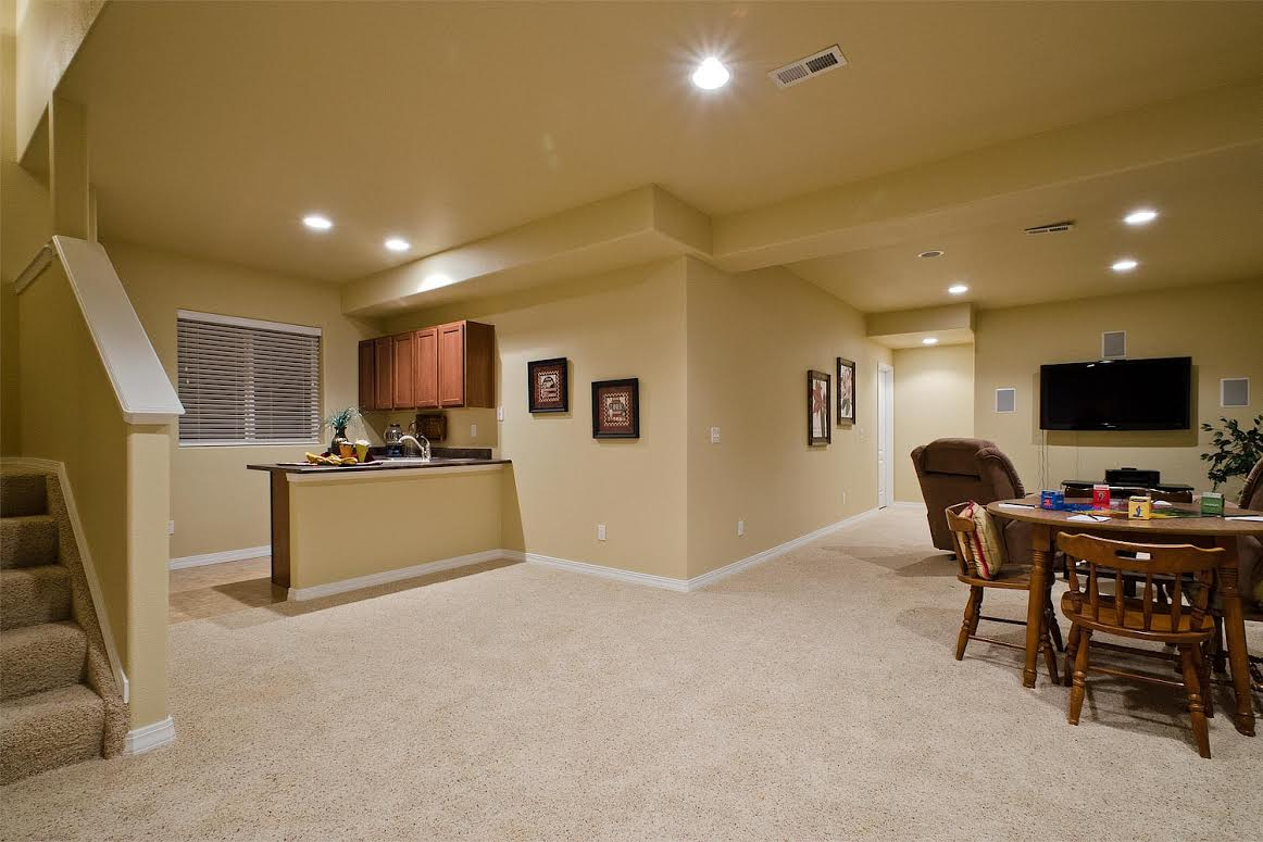 Basement with 9ft Ceilings, Rec Area and Wet Bar