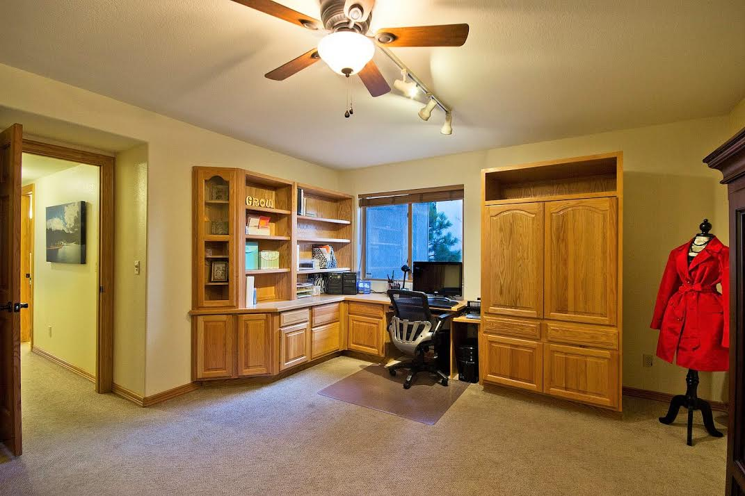 Large Basement Bedroom/Office