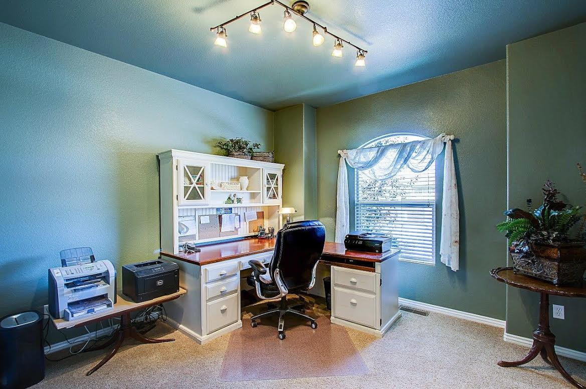 Bedroom on ML used as an Office