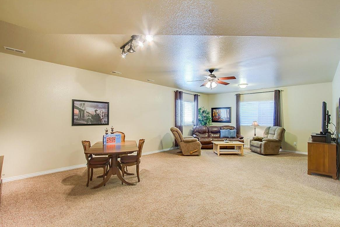 Large Basement with 9ft Ceiling