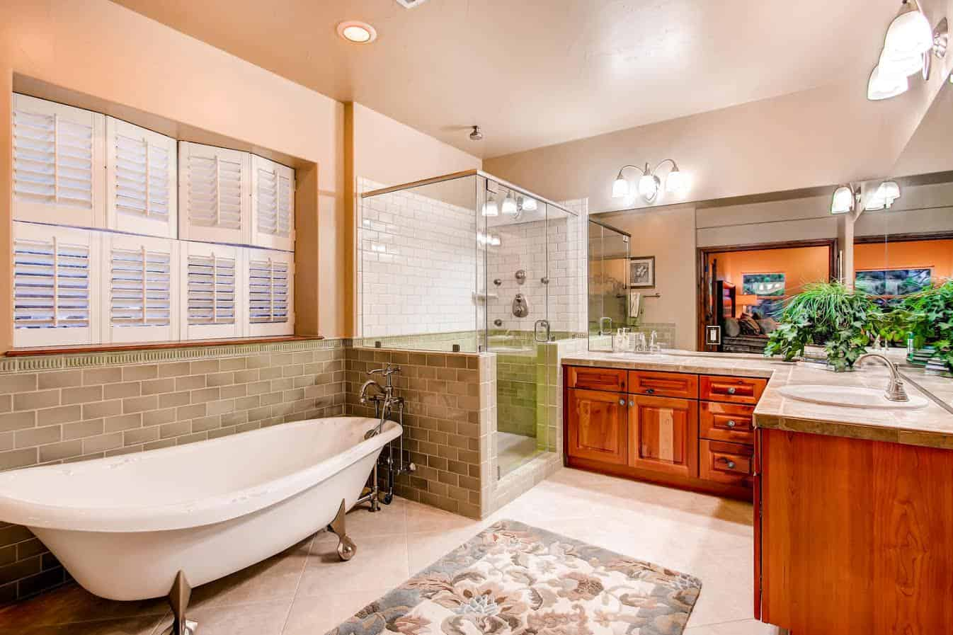 Jr Master Spa Bath with Walkin Closet