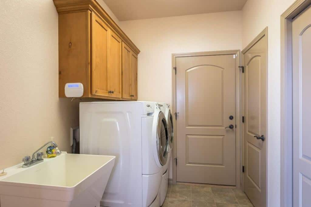 Large Laundry off Kitchen with Access to Garage