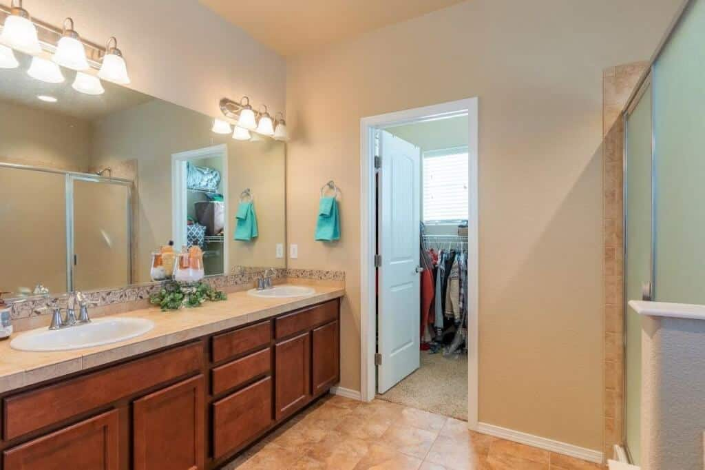 Master Bathroom with Walkin Closet