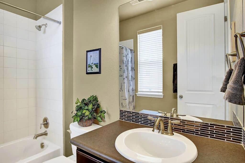 Bedroom 2 Ensuite Bath