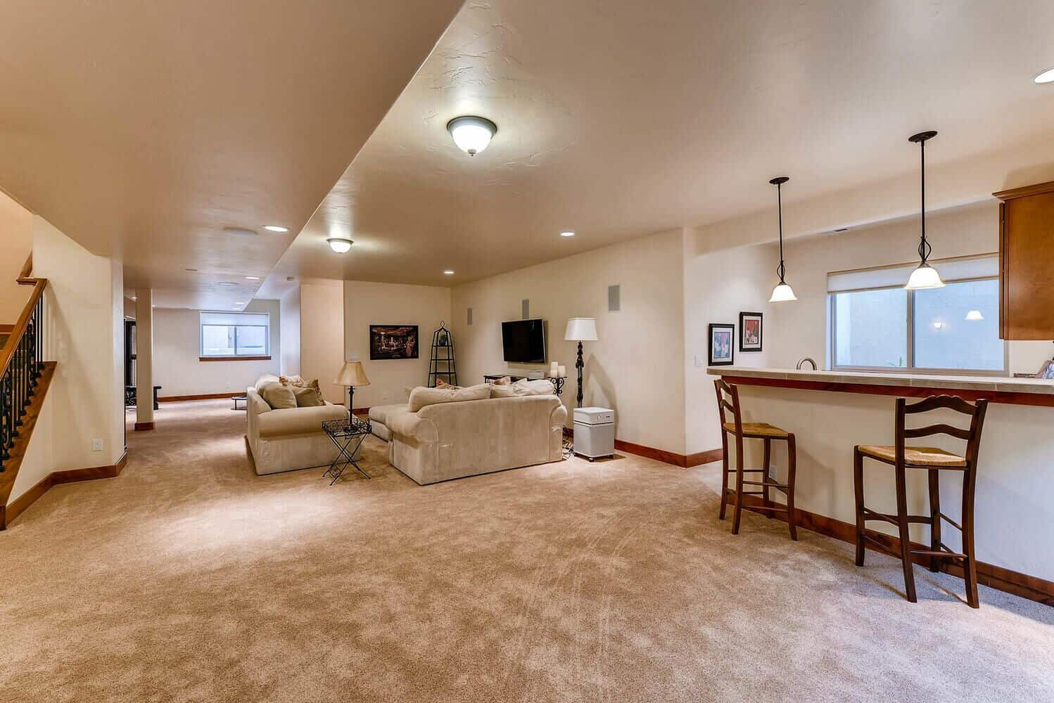 9ft Expansive Basement Rec Room with Wet Bar