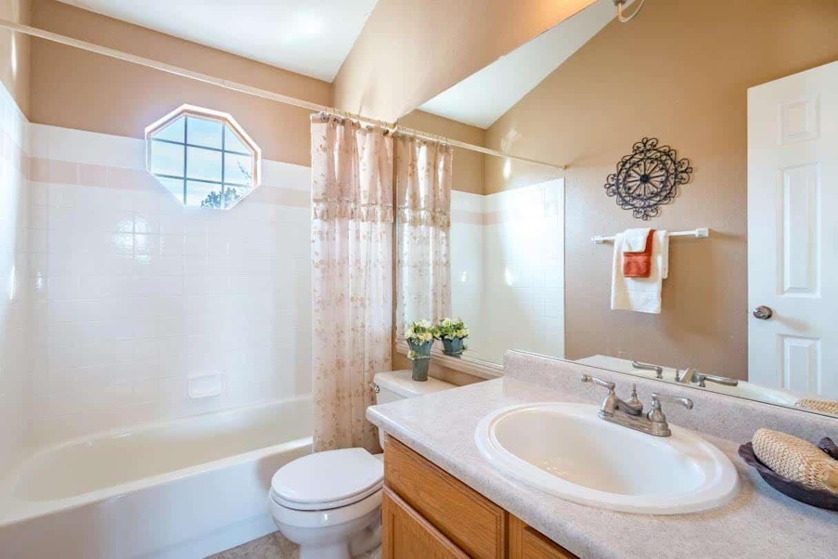 Upper Hall Bathroom