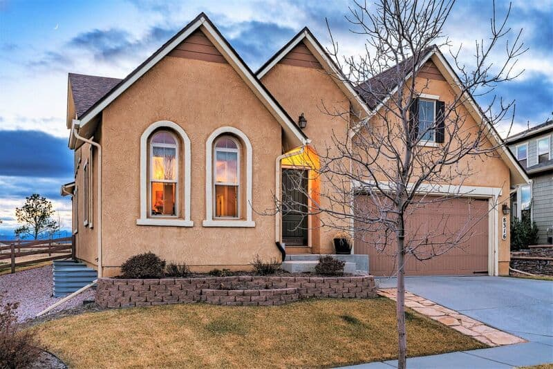 Spacious D20 Rancher with Pikes Peak Views