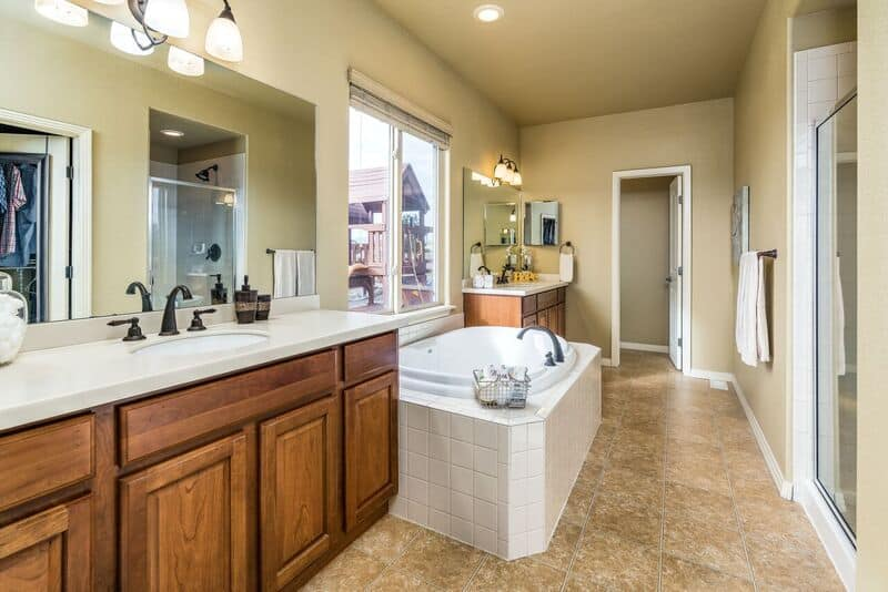 5pc Spa Bath with large Walk-In Closet