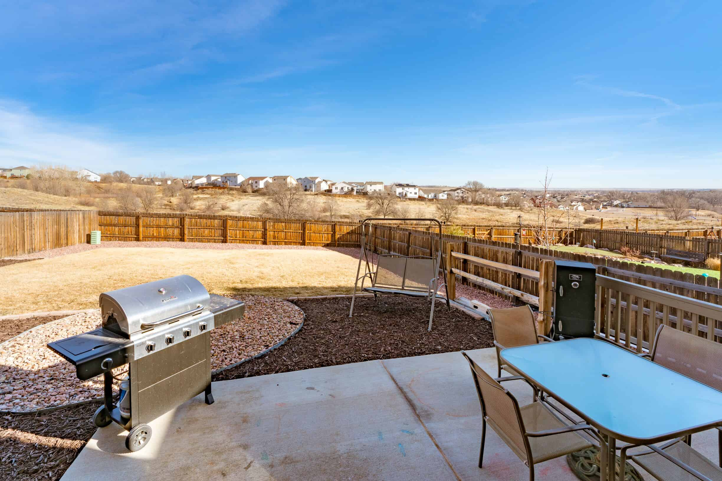 34 pation with fenced yard overlooking open space_preview