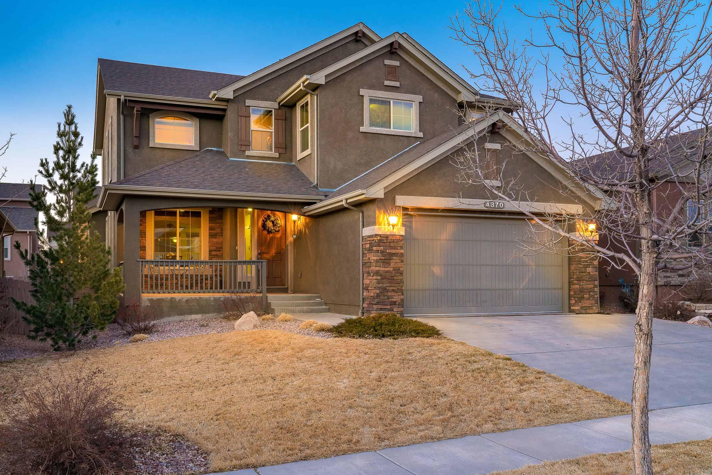 Beautiful High-End Saddletree Home