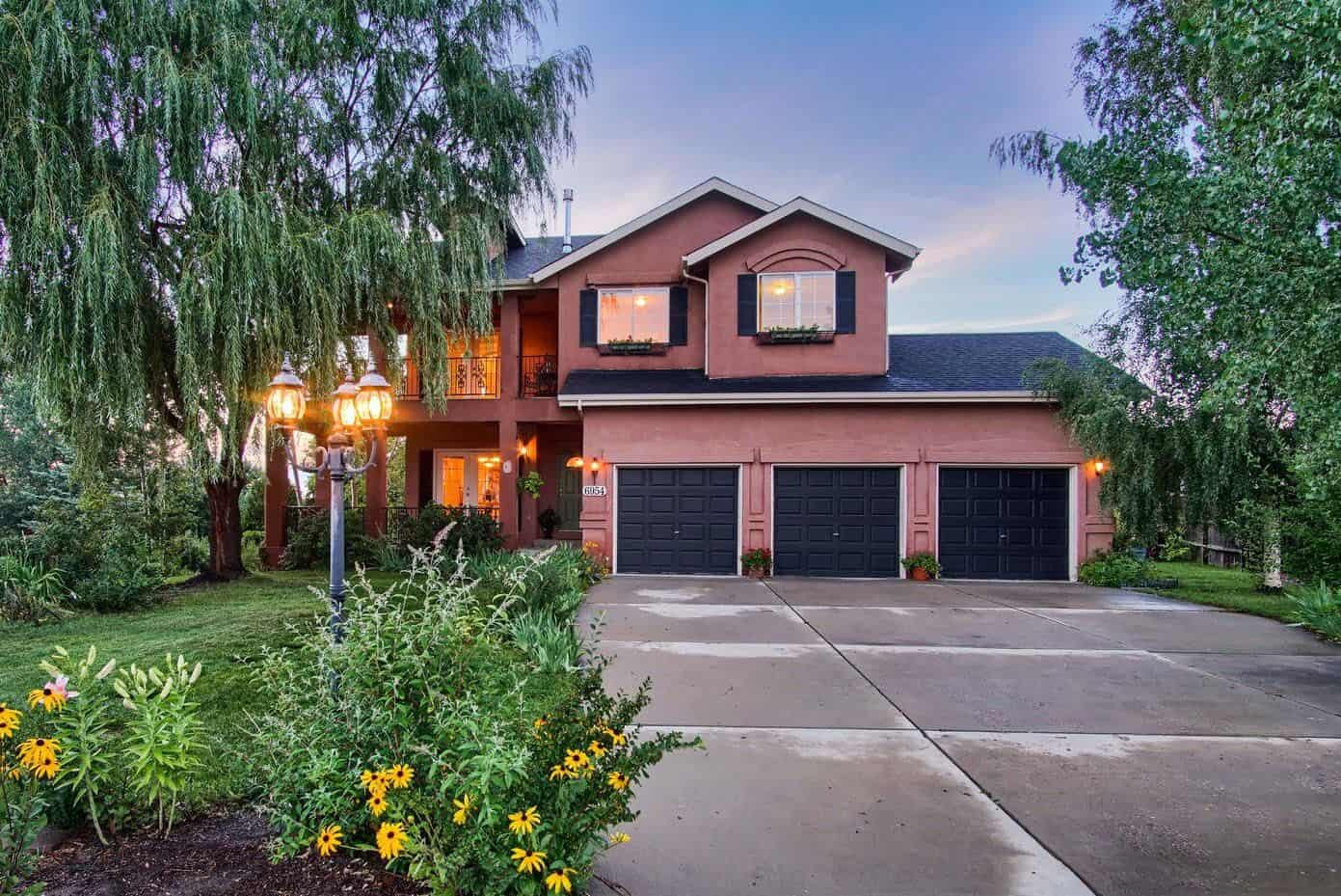 Stunning Home on Cul-De-Sac Lot with Mountain Views